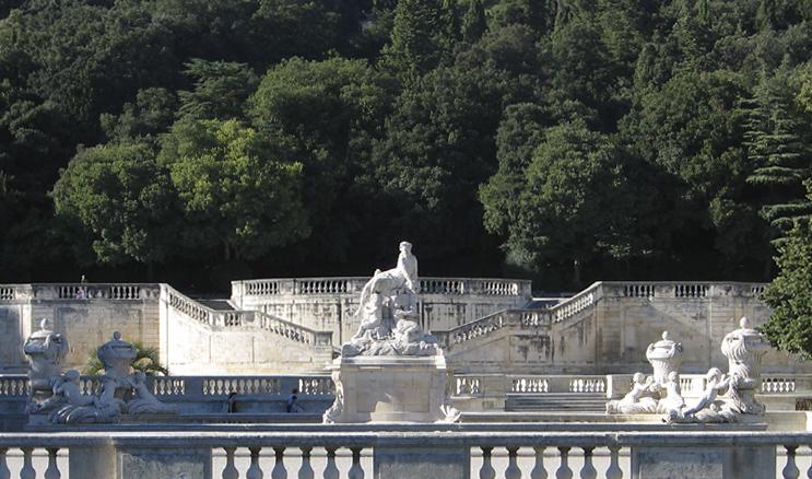 Ambiance jardin de la fontaine for Meuble de jardin nimes